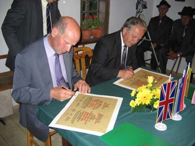 The Chairman of Sedbergh Parish Council, Mr Alan Pratt (left), and the mayor of Zreče, Mr Jože Košir (right), signing the charter.