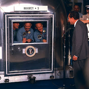 600px-Apollo_11_crew_in_quarantine.jpg