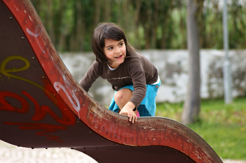 Criança que brinca no Jardim da Algodeia