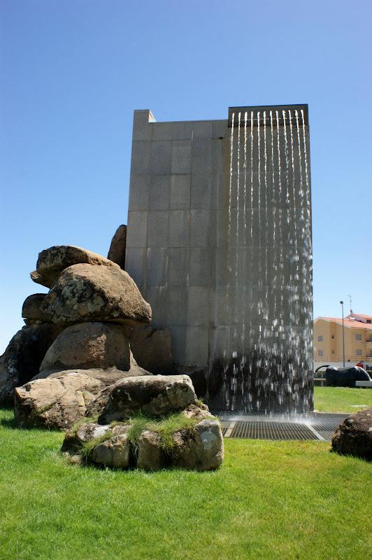 A rotunda dos Touros, cascata de agua, Bragança