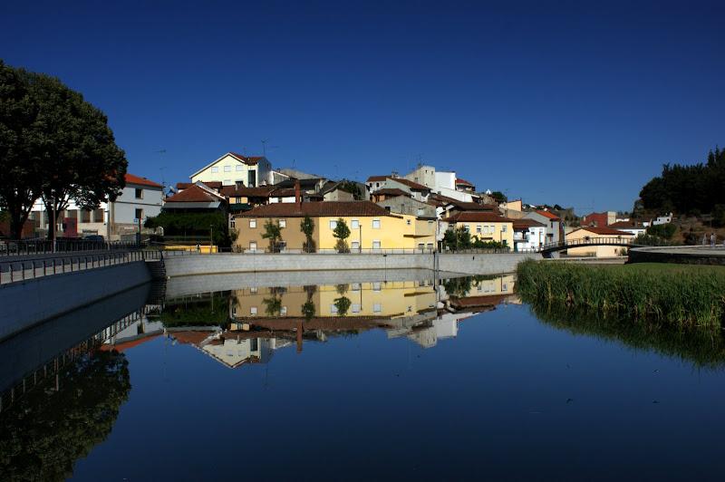 Reflexos no rio Fervença, Bragança