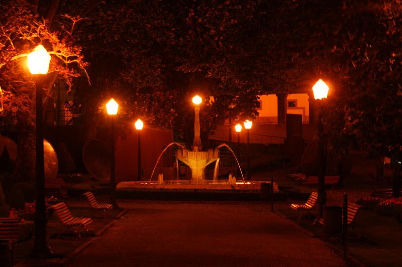 Bragança à noite, a fonte
