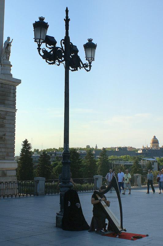 Madrid, tocador de arpa