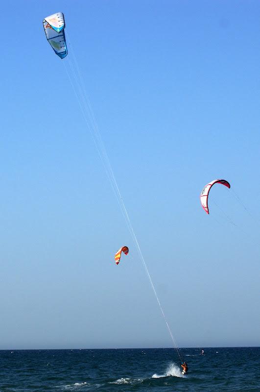 Asas são para voar.. baixinho sobre a água, KiteSurfing em Oliva