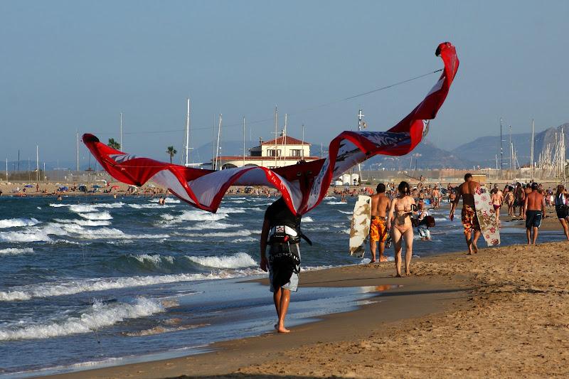 Kitesurfing.. com a vela às costas