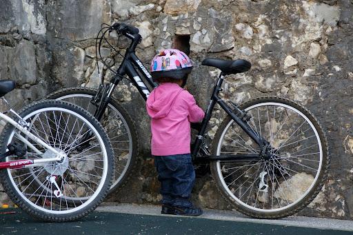 A ciclista de palmo e meio