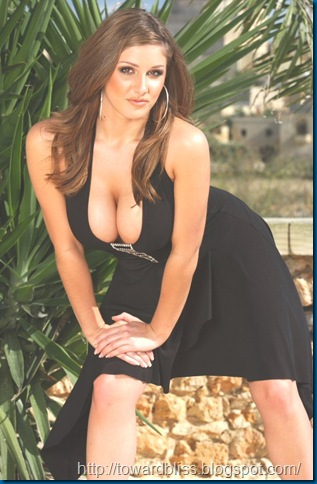 Lucy Pinder - Super Cleavage Show...
