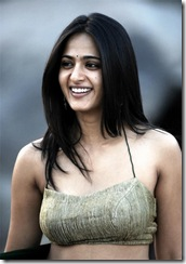 Telugu Actress Anushka Shetty looking sexy in Saree.. (3)