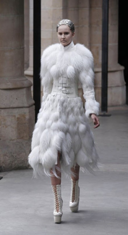 McQueen FallWinter 2011 Sarah Burton Turns Out Royal Wedding-Worthy Collection (PHOTOS) - Mozilla Firefox 4182011 121645 PM.bmp