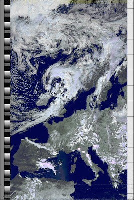 NOAA 19 northbound 59W at 04 Jul 2010 12:22:24 GMT on 137.10MHz, HVCT enhancement, Normal projection, Channel A: 2 (near infrared), Channel B: 4 (thermal infrared)
