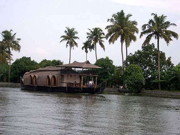 HOUSE BOATS IN KERALA.