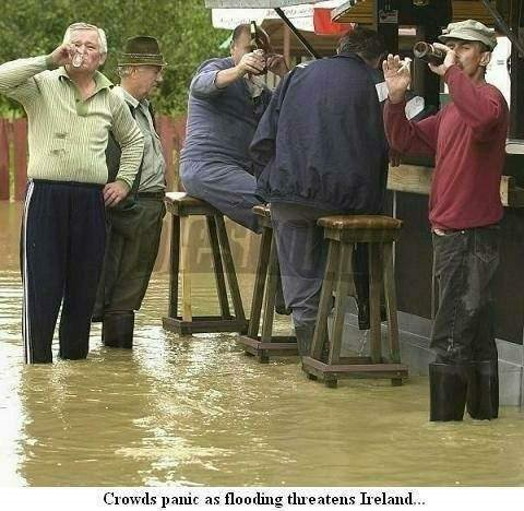 Flooding in Ireland - Panic in crowds!!!
