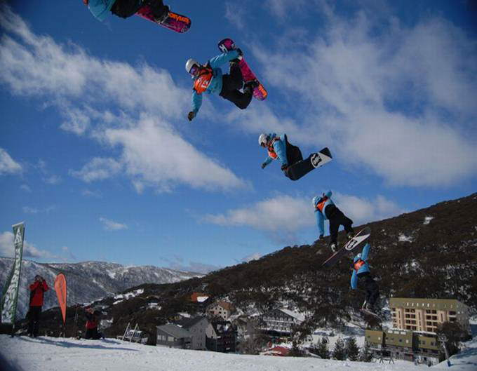 Great Burst-Mode Photography: Ice Skating, Diving, Skateboarding, Biking, Paragliding, Skiing
