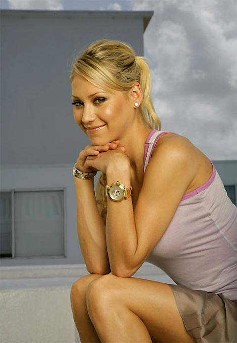 Anna Kournikova Sports Illustrated Photoshoot: She sure looks uber-cute in this short skirt