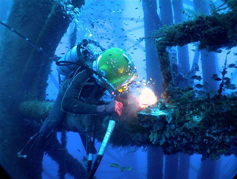 Underwater Welding Photos: Engineering at it's Best