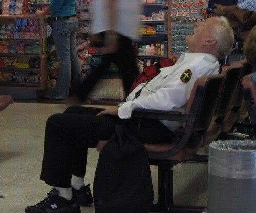 Dont disturb me......I'm on duty [Funny Photos]