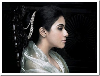 Asin wearing Tanishq's new collection aria 3