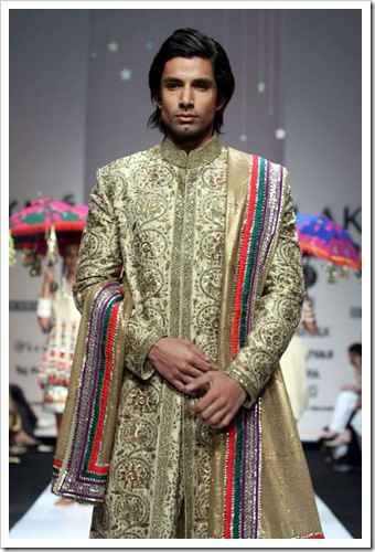 Tradutuibak bridal wear collection by shyamal and bhaumika in Lakme Fashion week 5