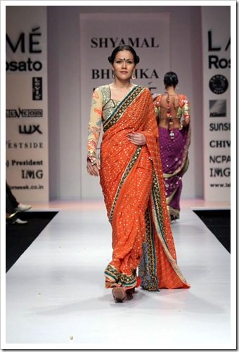 Tradutuibak bridal wear collection by shyamal and bhaumika in Lakme Fashion week 6