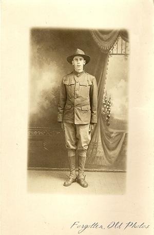 soldier  Postcard Azo triangles up Bva
