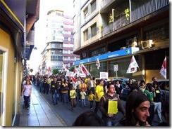 20090424204645-20090424-2630-749-quatre-centes-persones-protestar-politica-educativa-f1