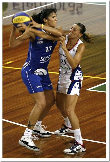 Ega (e) e Elen durante disputa