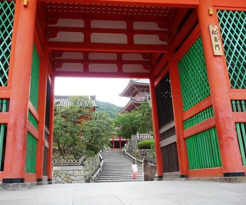 a - kiomizudera templo entrada