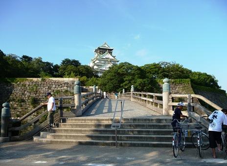 Ponte da entrada para o castelo de osaka