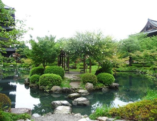 14. templo Toji - jardim - lago - travessia de pedra