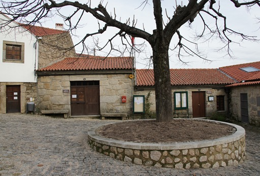 Castelo Novo - ao fundo posto médico e junta de freguesia