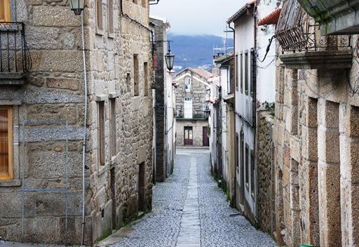 Belmonte - rua próxima ao castelo