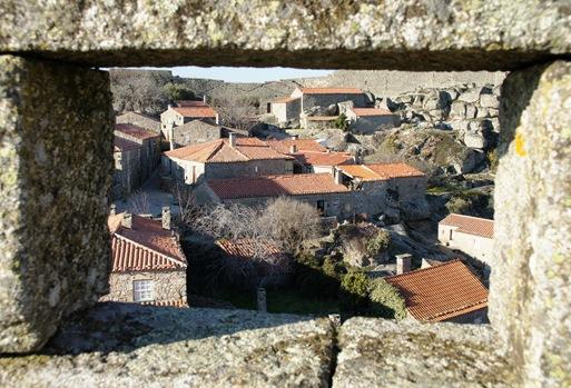 sortelha - vista da vila a partir da janela do castelo