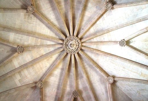 Batalha - Mosteiro de Santa Maria da Vitória -  casa do capitulo detalhes
