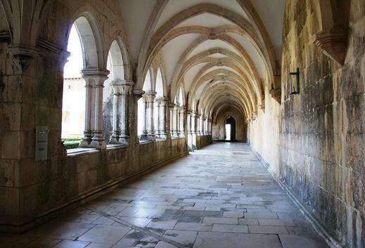 Batalha - Mosteiro de Santa Maria da Vitória - galeria do claustro de D. Afonso V 2