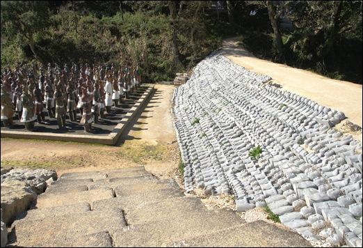 Buddha Eden - estatuas enterradas.2