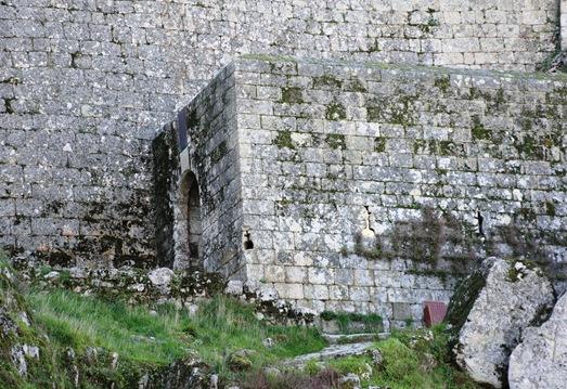 Monsanto - entrada do castelo