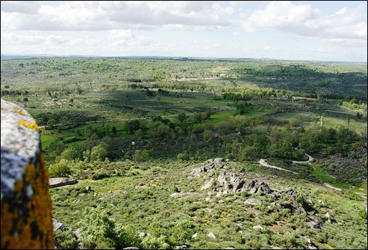 Glória Ishizaka - Vila do Touro - vista da vila a partir do marco geodésico 1