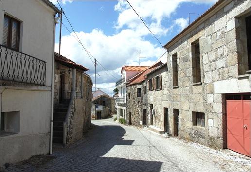 Glória Ishizaka - Vila do Touro - rua direita