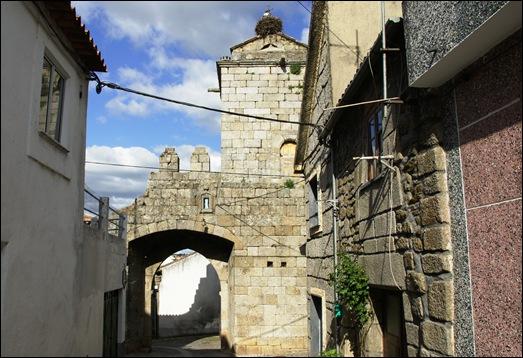 Sabugal - Glória Ishizaka - castelo - porta da vila