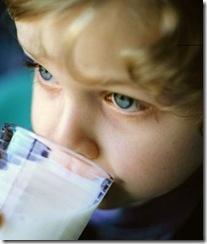 Dilarang Minum Susu Sebelum Tidur, Awas Gigi Keropos