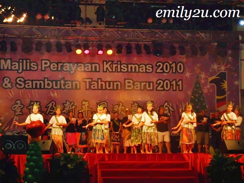 orang asli Christmas performance