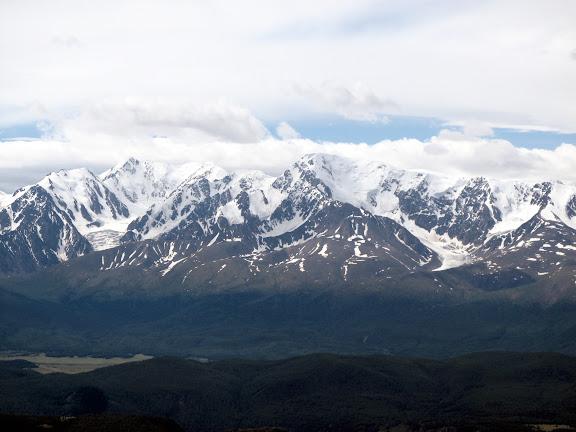 Les Monts Severo-Chuyskij dans la chaîne du Kuraï dans l'Altaï, juste au nord d'Aktash. 10 juillet 2010. Photo : J. Marquet