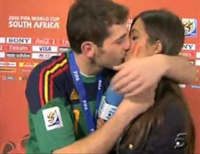beso-casillas-carbonero