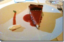 Cheesecake com calda quente de goiabada