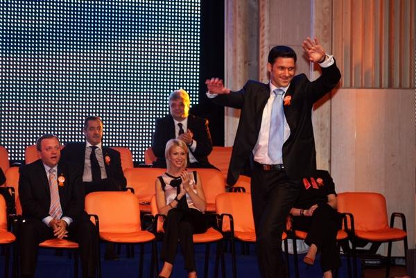 Petru Luhan dansează