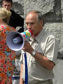 Пикет у Горсовета. Харьковчане требуют отставки и.о. мэра Г. Кернеса. Выступает депутат облсовета В.А. Рудаков.