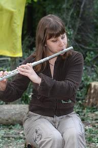 (с) Главное: Концерт в поддержку активистов, защищающих лес.