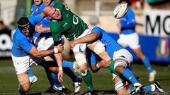 Italy v Ire - tackle