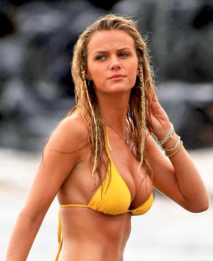 http://lh3.ggpht.com/_7XsFrm4tNMs/S-51HBv8OcI/AAAAAAAAAy4/cbArtrQYuuQ/s800/brooklyn-decker-bikini-1-03.jpg