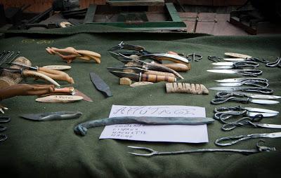 Mon présentoir à couteaux, sur ma remorque-forge